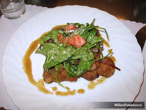 Салат с горчично медовым соусом