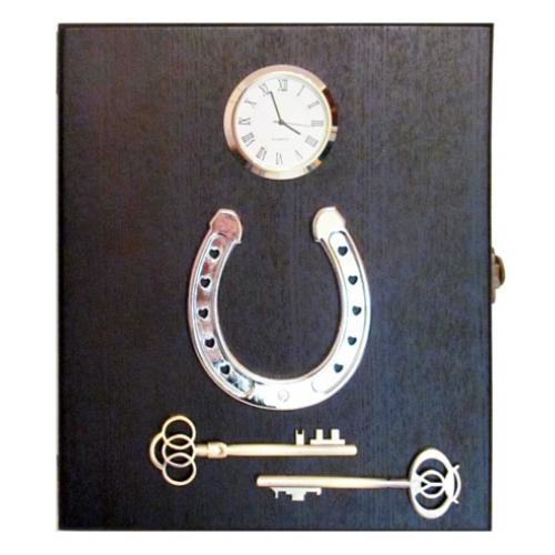 """Ключница настенная на 8 ключей  """"Подкова """" с часами."""