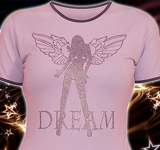 Женская футболка нежного розового цвета с фиолетовой окантовкой.
