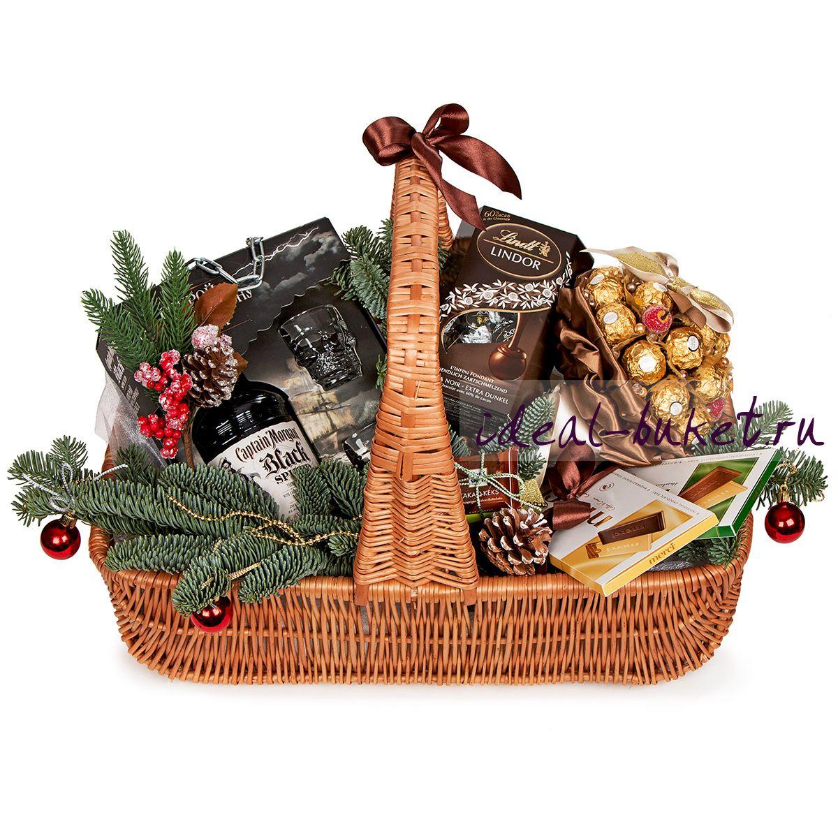 Новогодние подарки в корзине 59