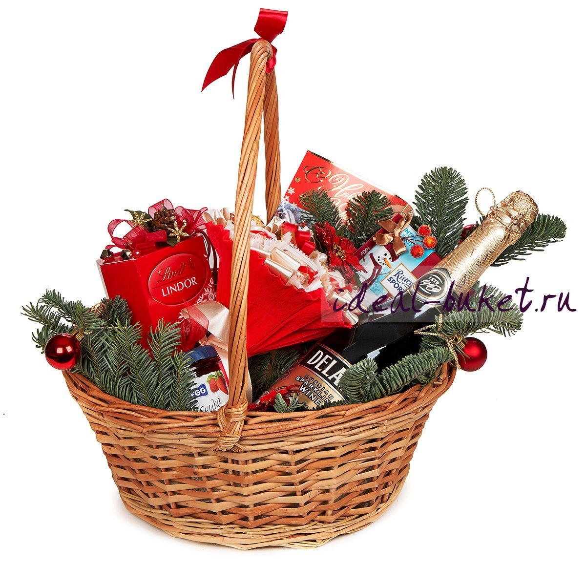 Новогодние подарки в корзине 64