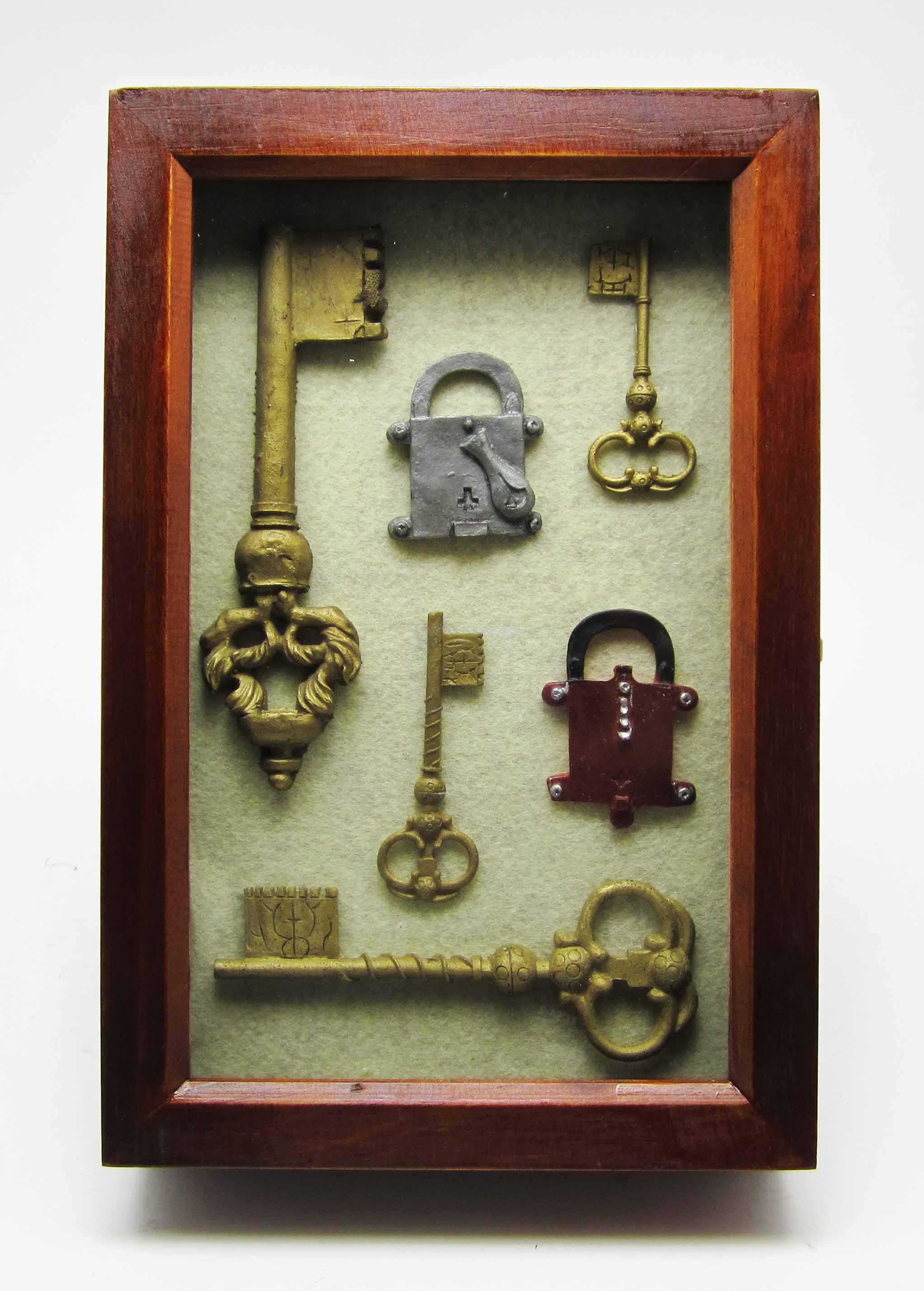 Ключница настенная из ключей своими руками 23