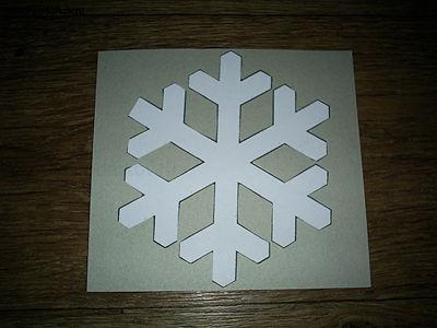 Как вырезать снежинку из картона своими руками