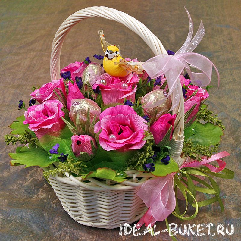 Купить корзину цветов из бумаги с конфетами, букет купить